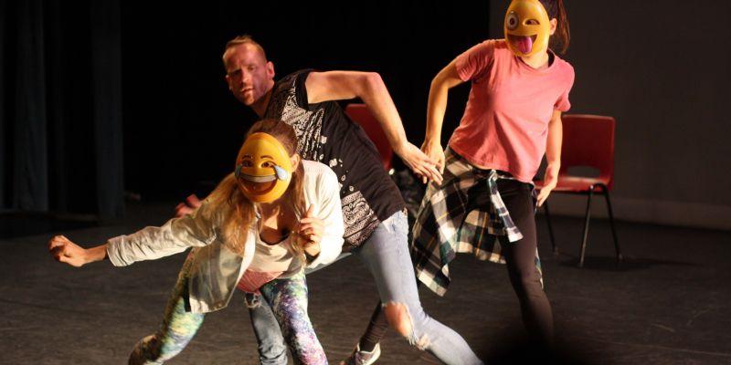 Eigentijdse choreografie in dansvoorstelling Dialoog