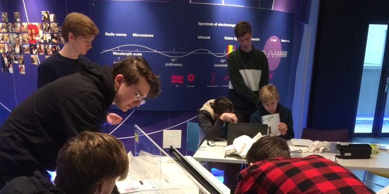 Leerlingen bezoeken onderzoeksinstituut Grenoble