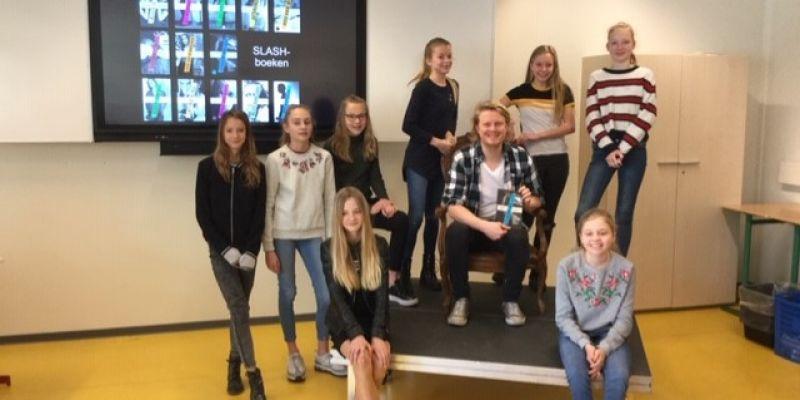 Leerlingen ontmoeten schrijver Jelmer Soes tijdens 2e ronde voorleeswedstrijd Read2Me