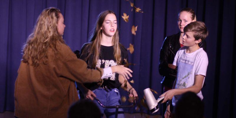 Drama-klas presenteert brugklas-voorstelling