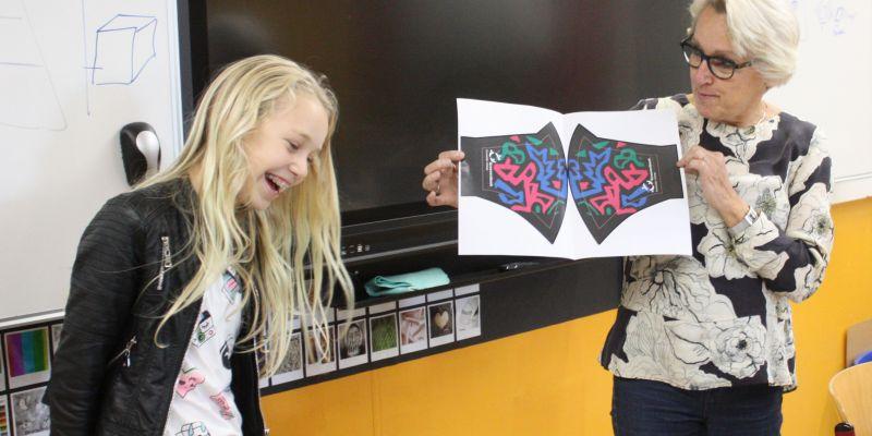 Rebecca wint ontwerpwedstrijd mondkapje