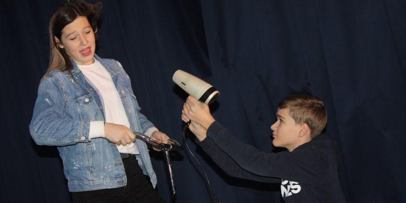 Drama-klas speelt 'De Brugklasvoorstelling'